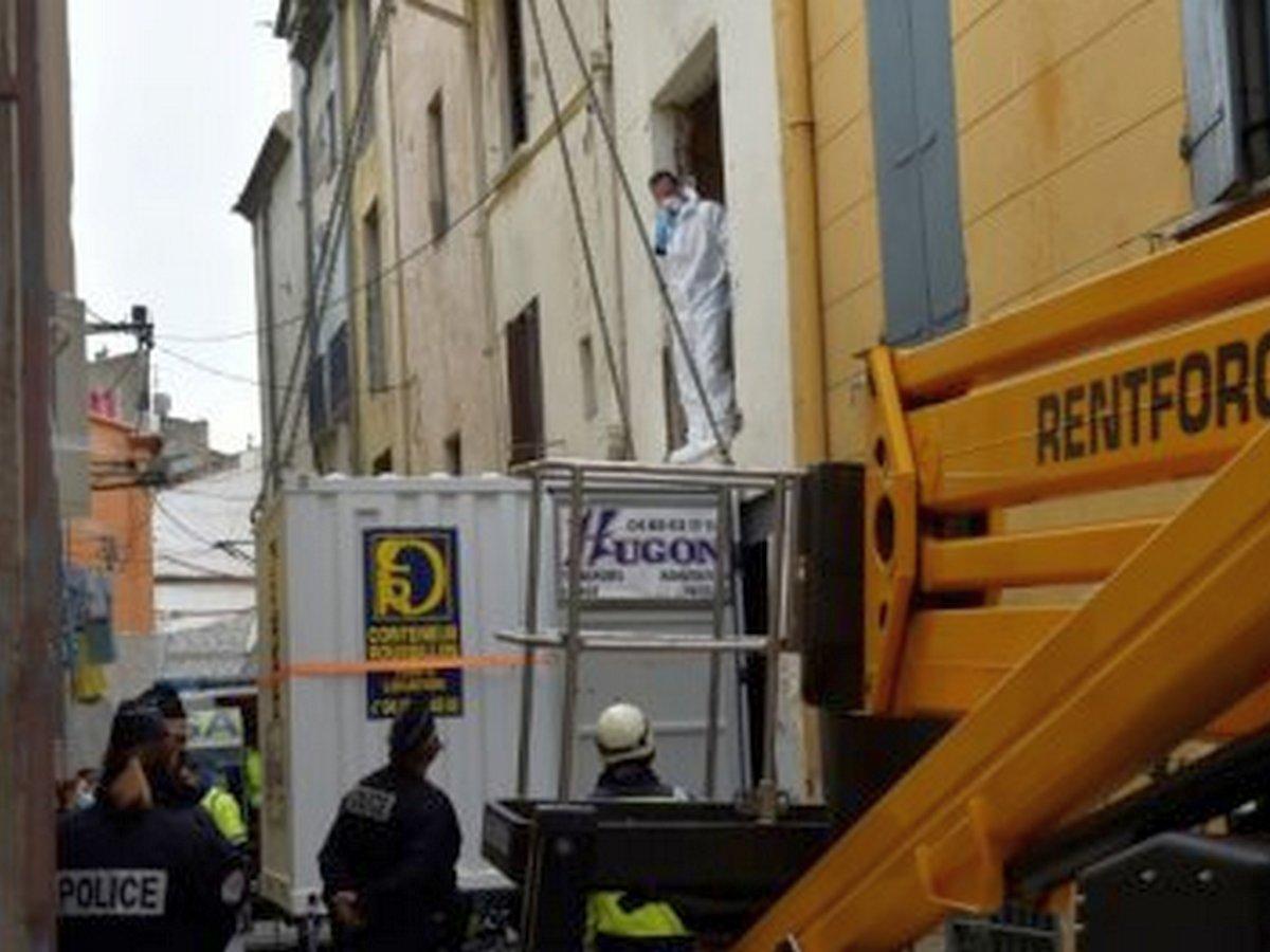 Во Франции с помощью крана эвакуировали из квартиры 300-килограммового мужчину