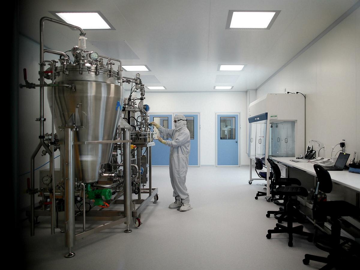 Компания AstraZeneca начнет совместные испытания «Спутника V» и своей вакцины за рубежом