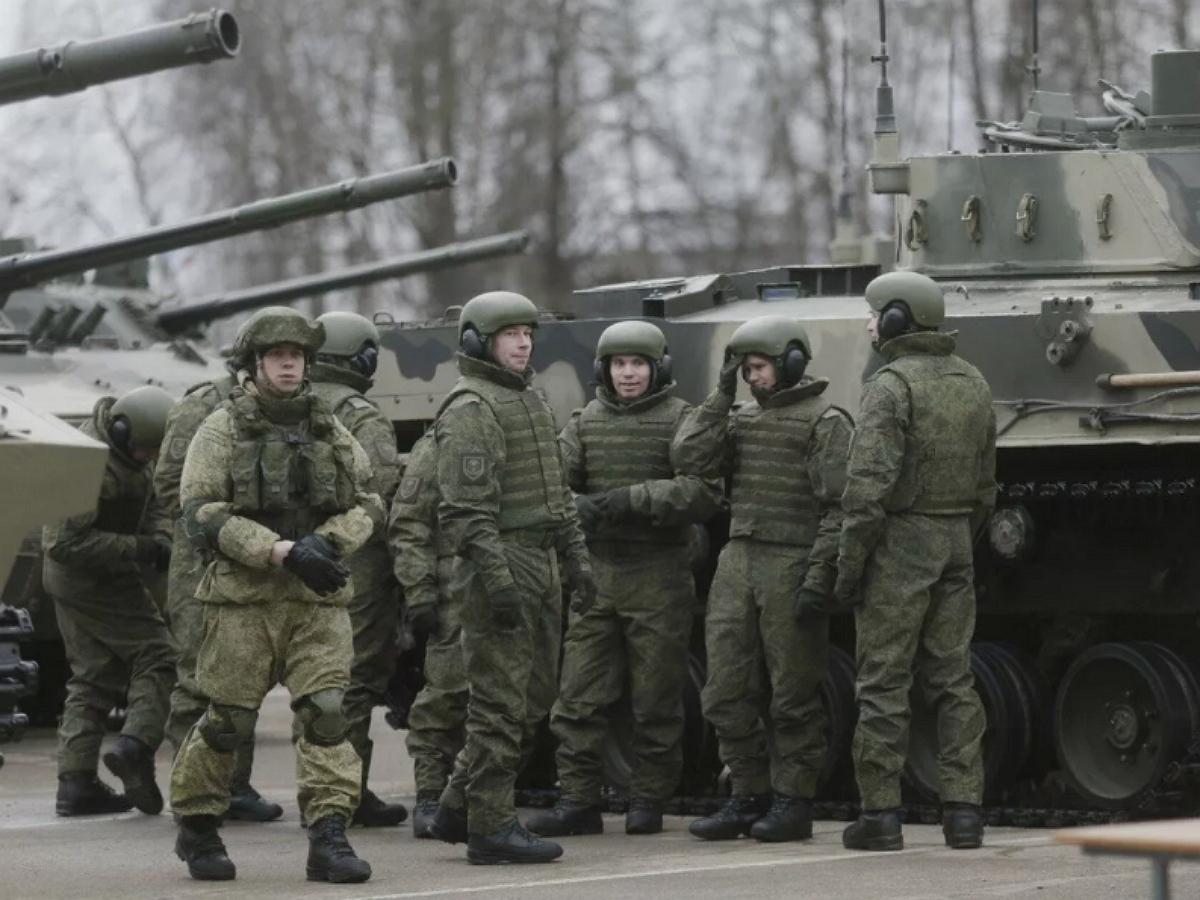 Псковский военный случайно расстрелял из пушки «Детский мир»