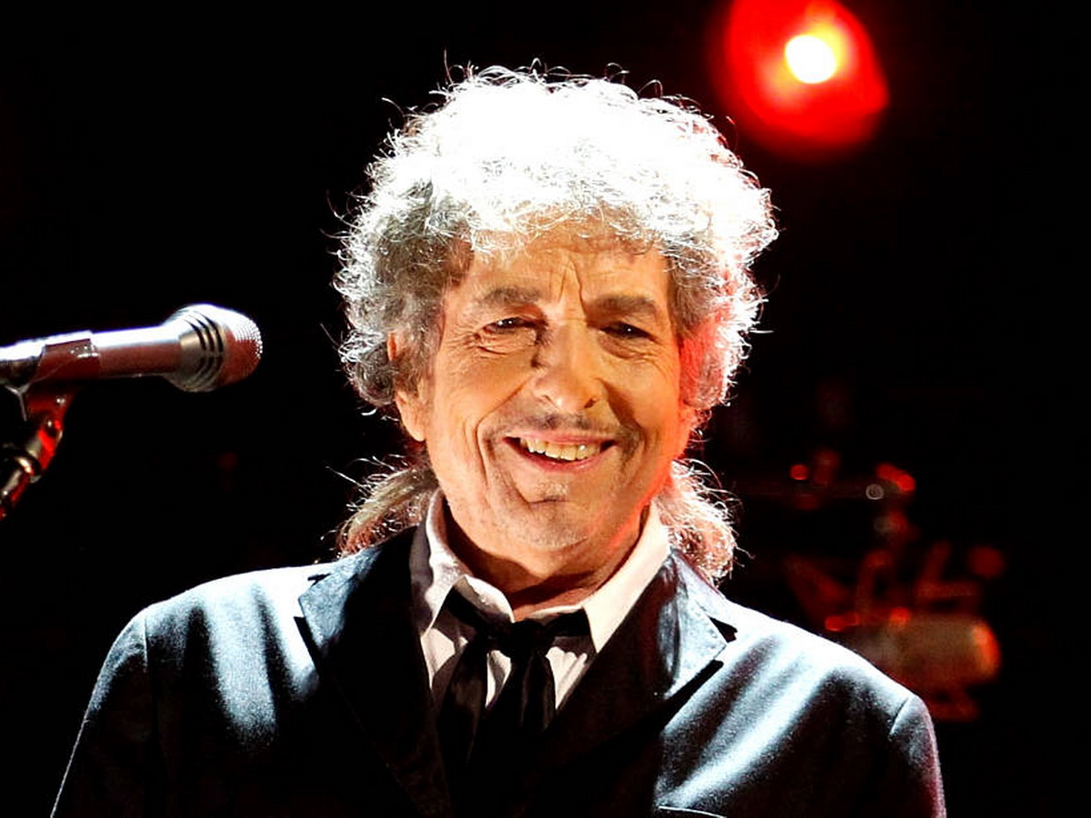 Боб Дилан продал права на все свои песни за девятизначную сумму
