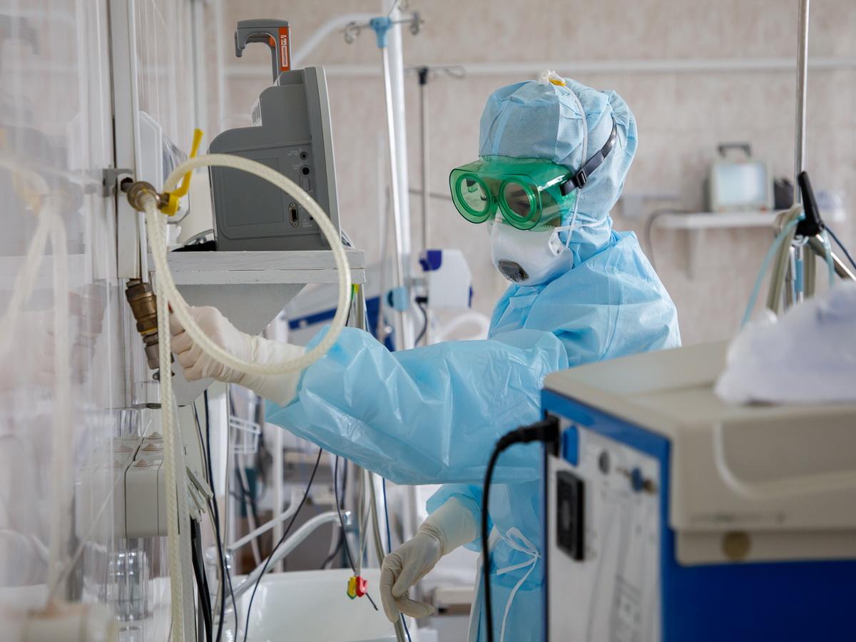 В России зафиксировали рекордное число смертей от COVID-19 за сутки