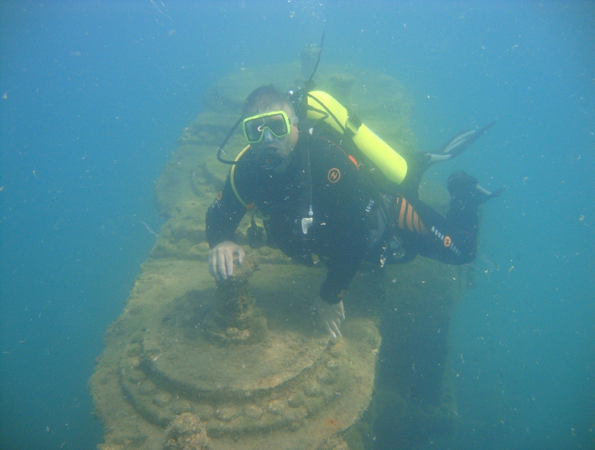 Автогонщик тайно поднял со дна океана клад 1942 года на £32 млн