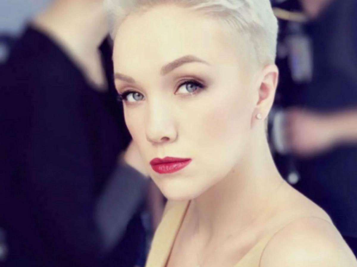 «Невозможная красота»: Дарья Мороз взбудоражила фанатов провокационными фото на кровати (ФОТО)