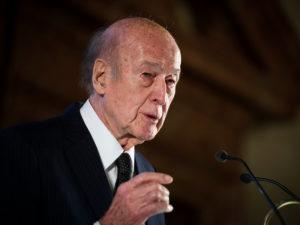Бывший президент Франции Валери Жискар д'Эстен умер от коронавируса