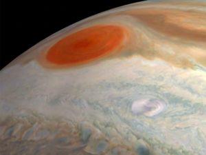 NASA опубликовало видео полета над Юпитером