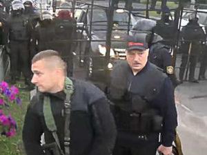 Лукашенко с ОМОНовцами