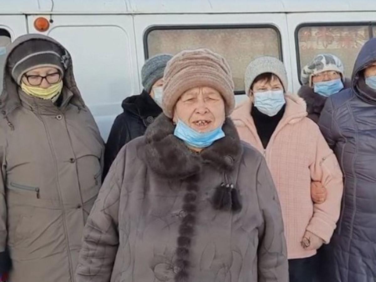 На Урале чиновники отругали жителей деревни