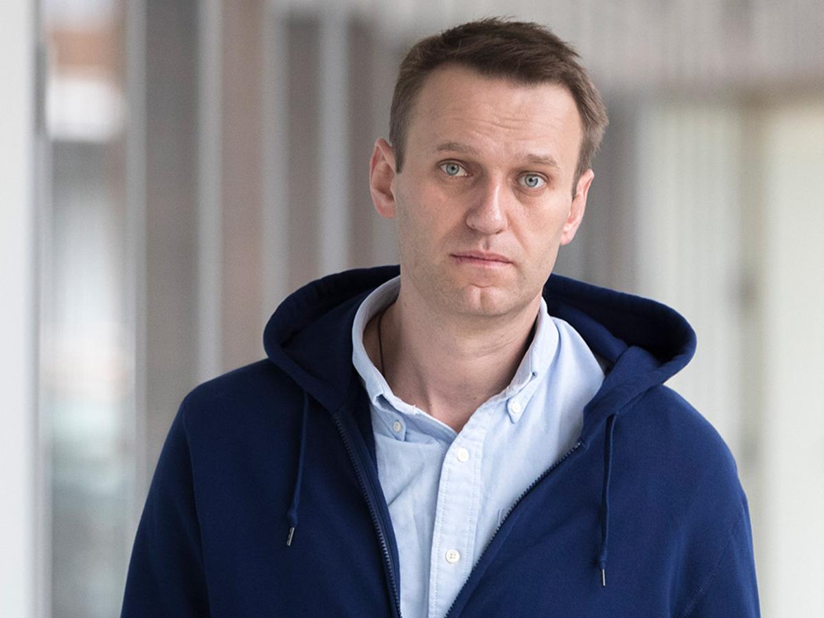 Навальному хотят заменит условный на реальный срок