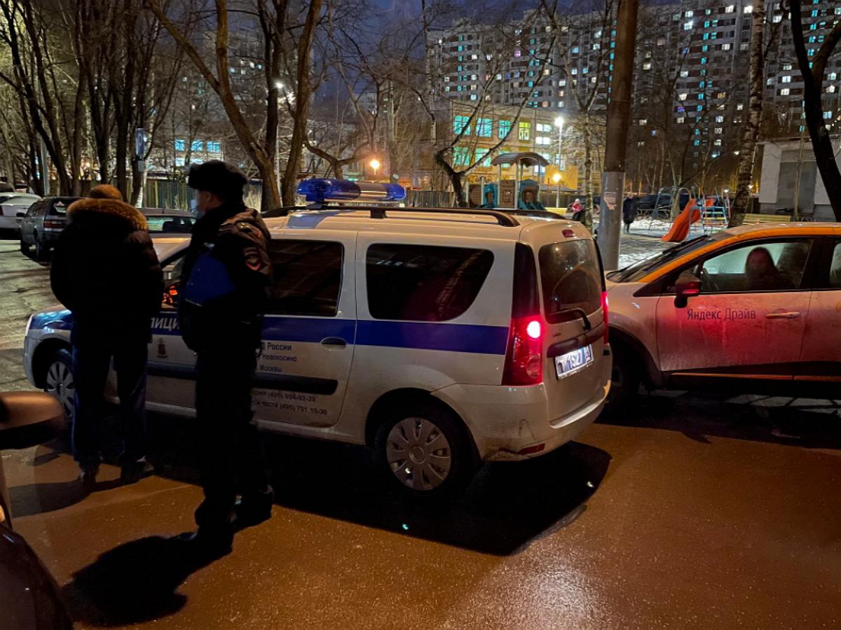 К дому одного их предполагаемых отравителей Навального приехали силовики в шлемах