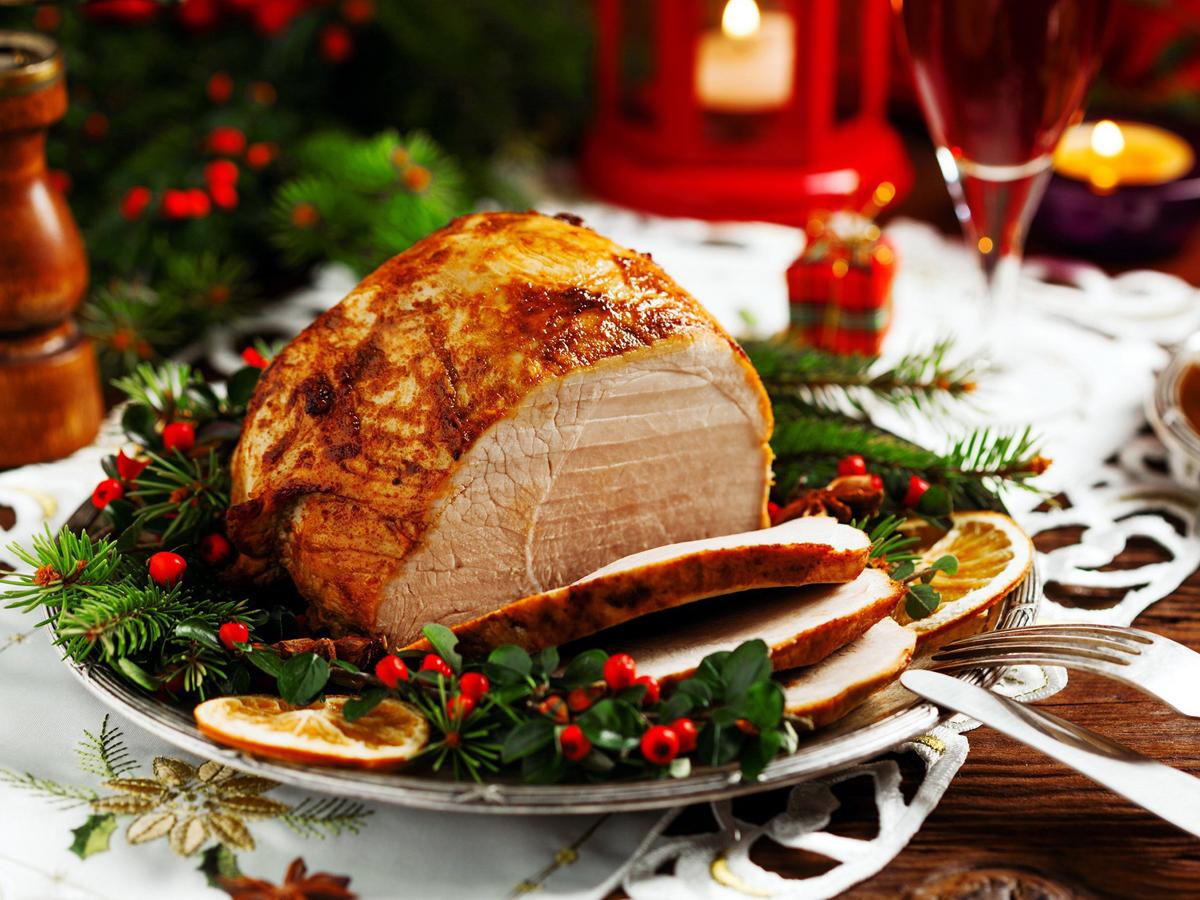 Названы опасные при COVID-19 блюда новогоднего стола