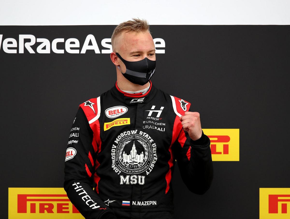 Российского гонщика «Формулы-1» затравили в Сети за видео с «домогательствами»