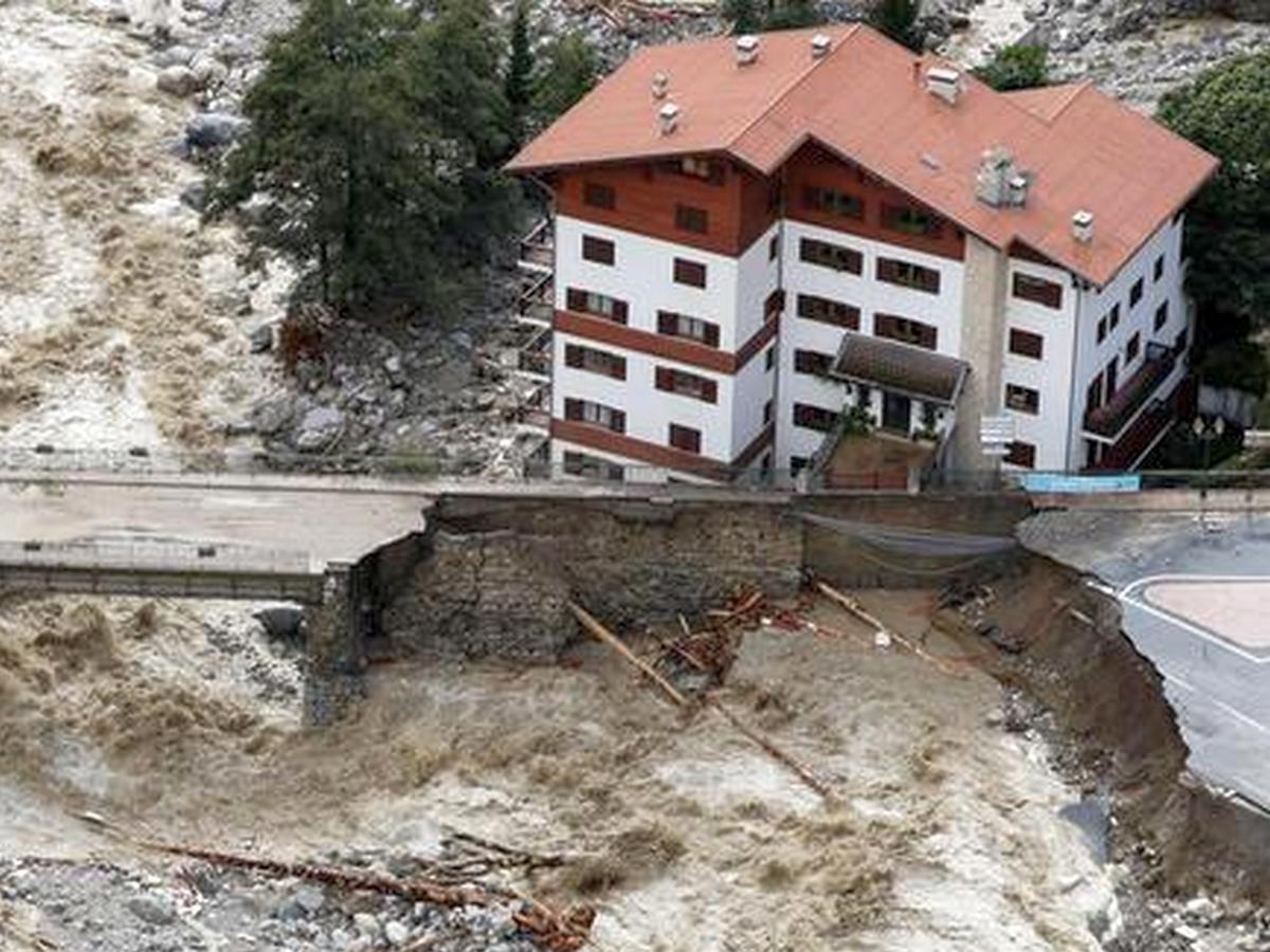 Снегопады и наводнения обрушились на Италию