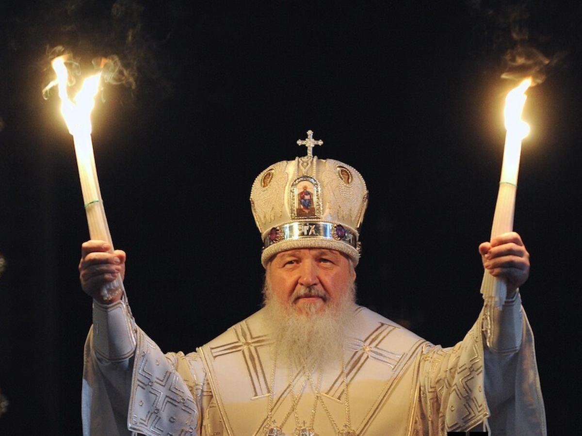 Патриарх Кирилл призвал покупать свечи только определенной фабрики