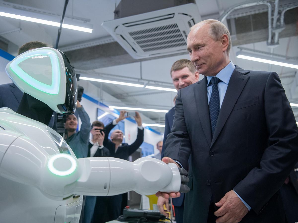 Путин, пообщавшись с искусственным интеллектом, объяснил, почему ИИ не сможет стать президентом