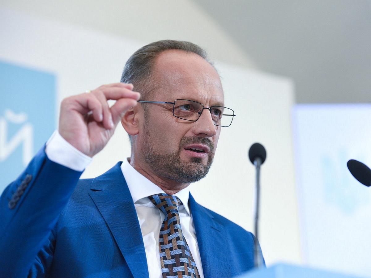Украинский дипломат призвал силой вернуть Крым