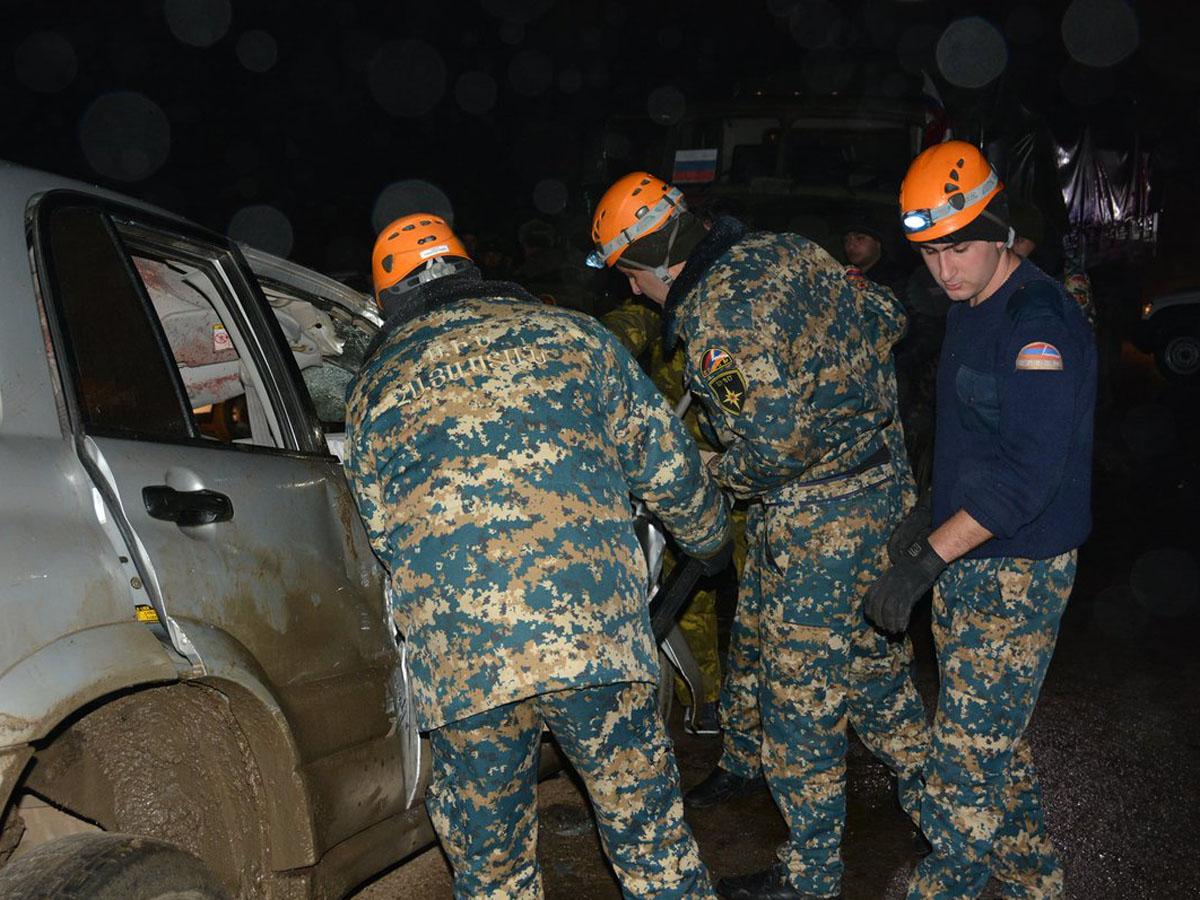 Внедорожник протаранил российский военный патруль в НКР