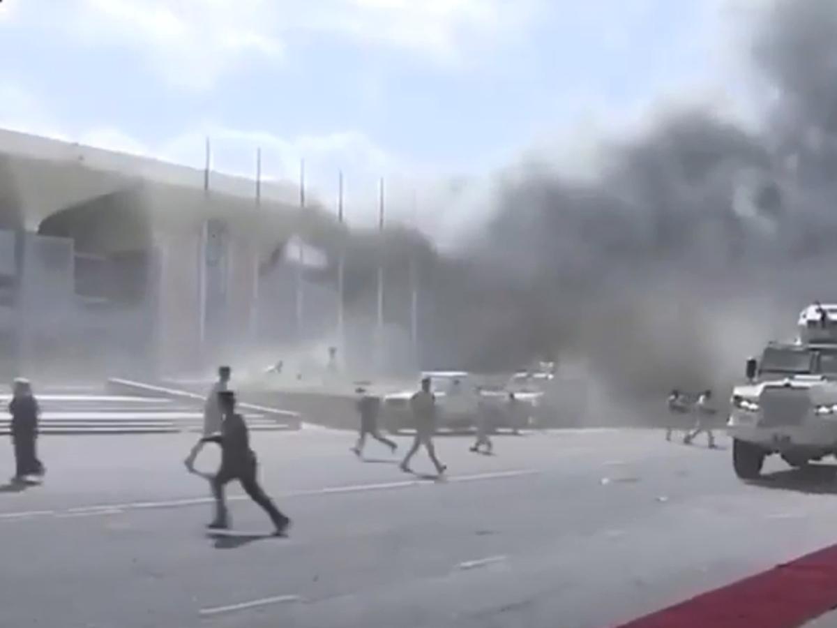 В аэропорту Йемена в момент прибытия правительства прогремел мощный взрыв: 27 погибших (ВИДЕО)
