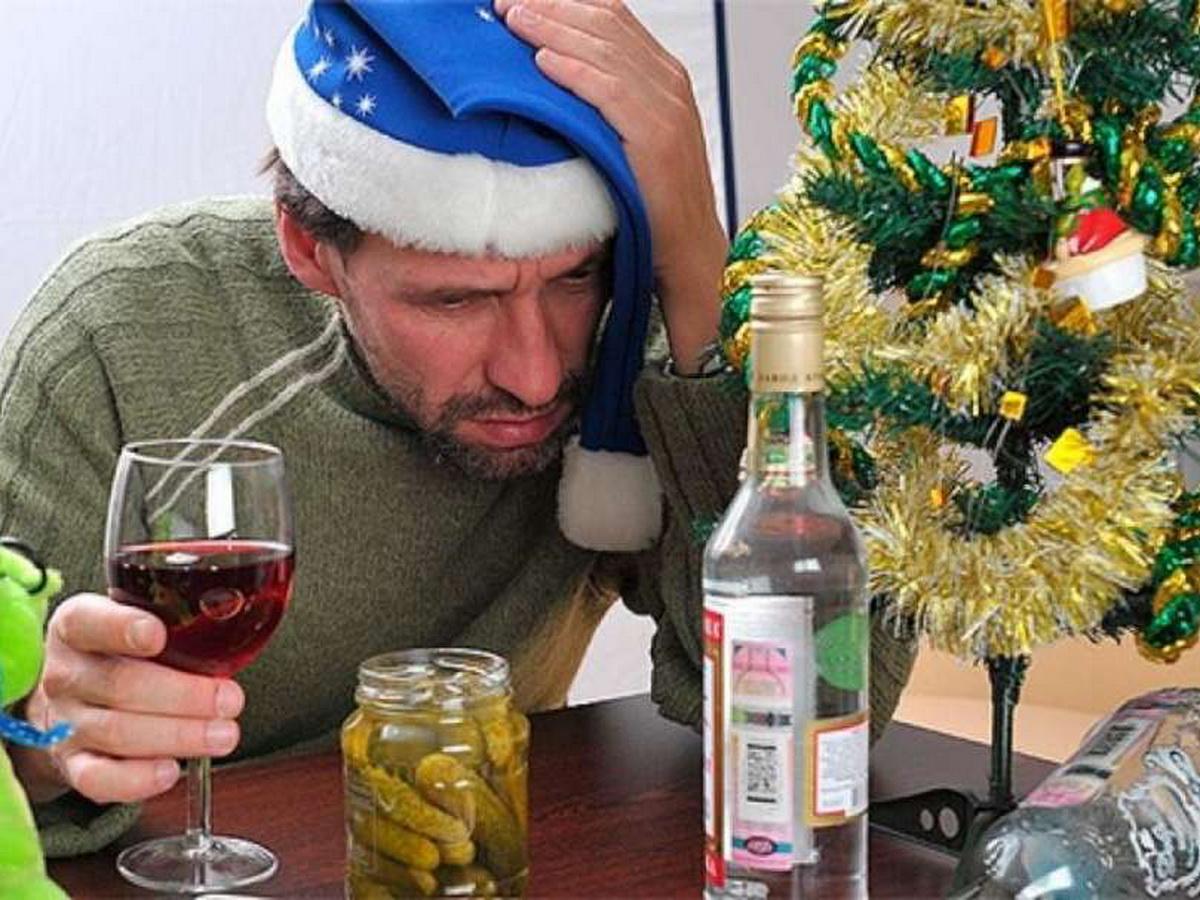 Вакцинированным россиянам дали совет по алкоголю
