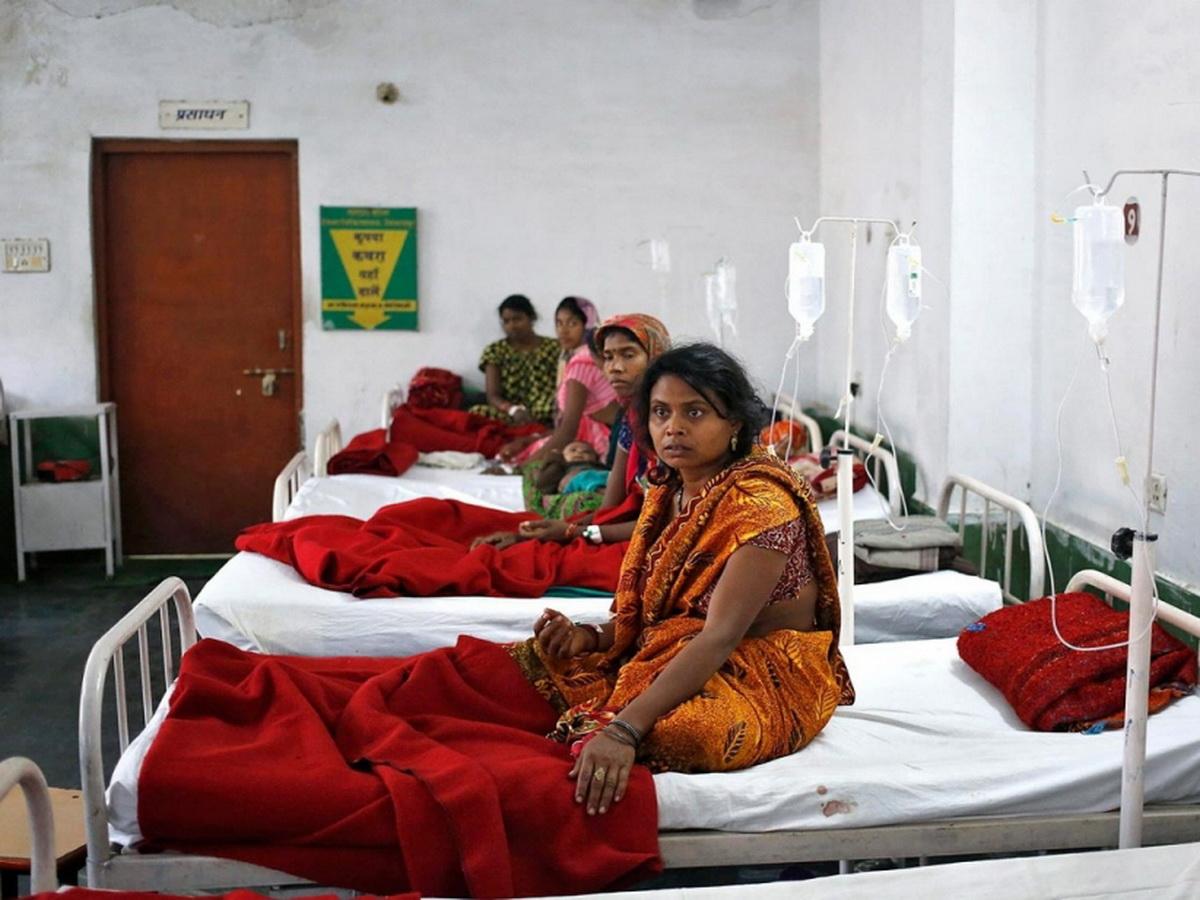 В Индии более 300 человек госпитализированы с неизвестной болезнью