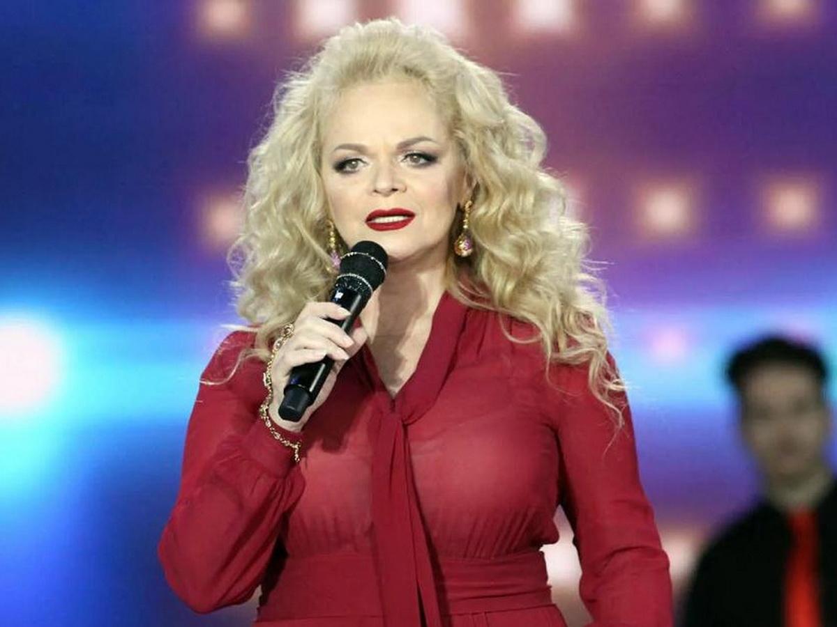 Стилист Пугачевой назвал 65-летнюю Долину беременной