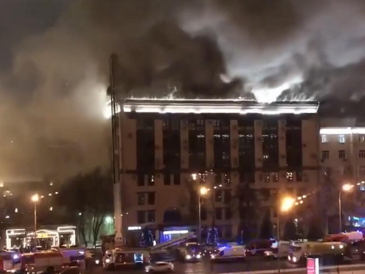 Крупный пожар в Москве: горит 7-этажное здание «Мосгоргеотреста»