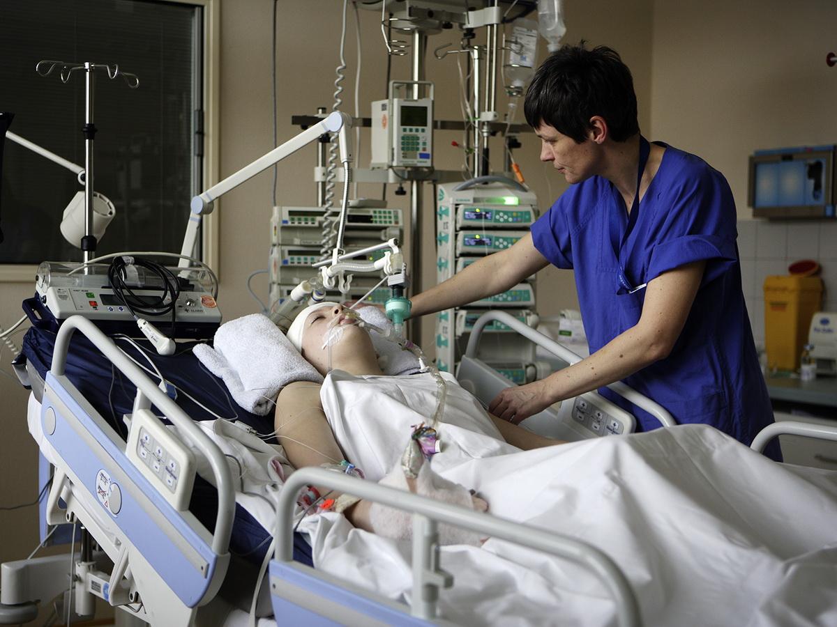 Врач из Токио предупредил об опасности стать лежачим больным после COVID-19