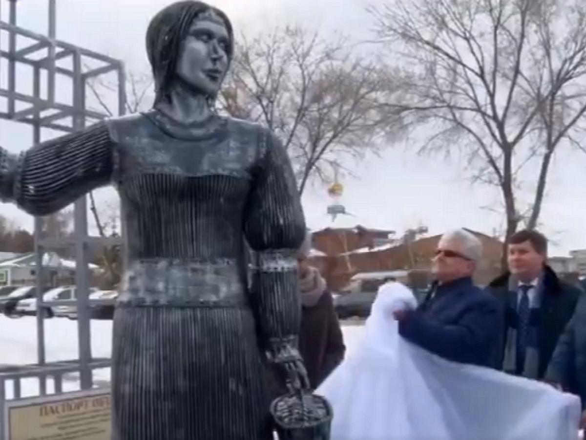 В Нововоронеже демонтировали пугающую жителей скандальный памятник «Алёнке»