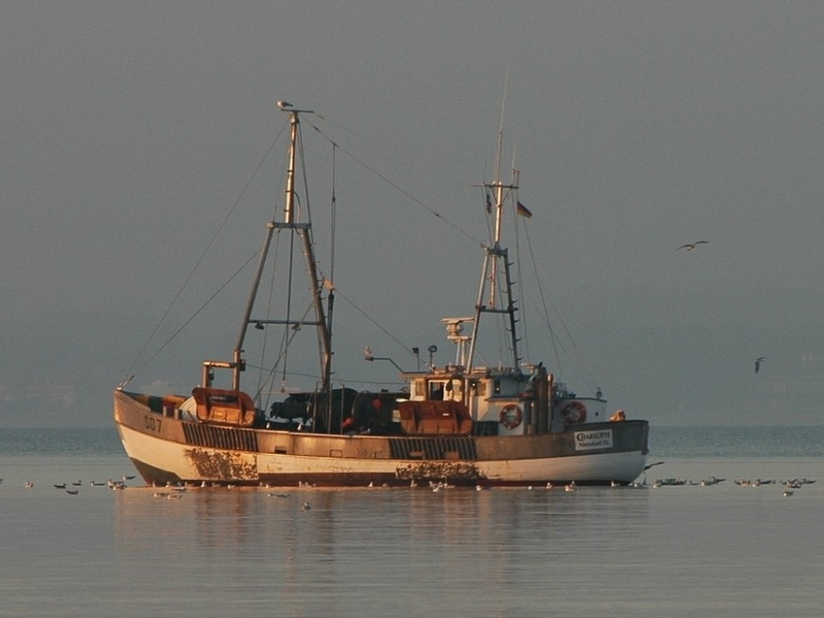 В Баренцевом море затонуло судно с рыбаками, пропали 17 человек