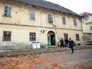 Последствия землетрясения в Петрине сняли на видео