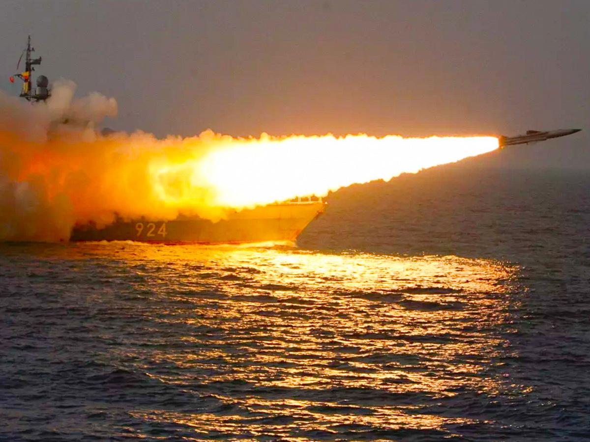 Россия и Китай поймали корабли ВМС США в морской капкан