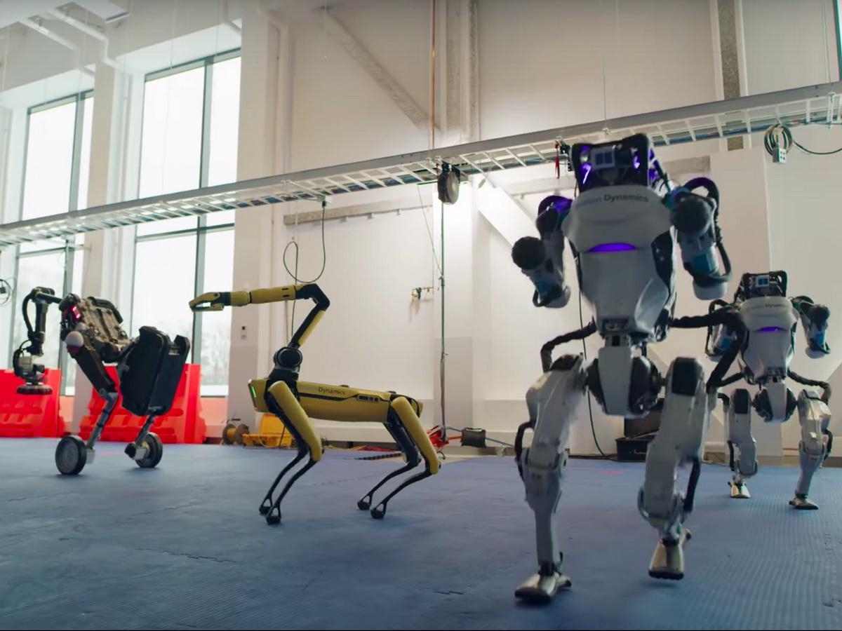 Роботы Boston Dynamics станцевали под хит шестидесятых «Do You Love Me» в честь Нового года