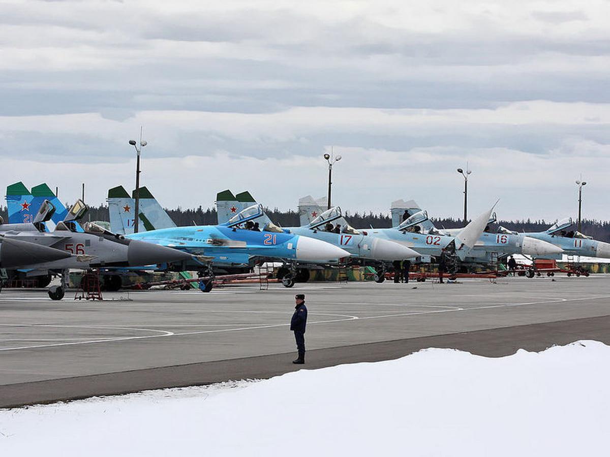 Россия перебросила в Крым самолеты и вертолеты