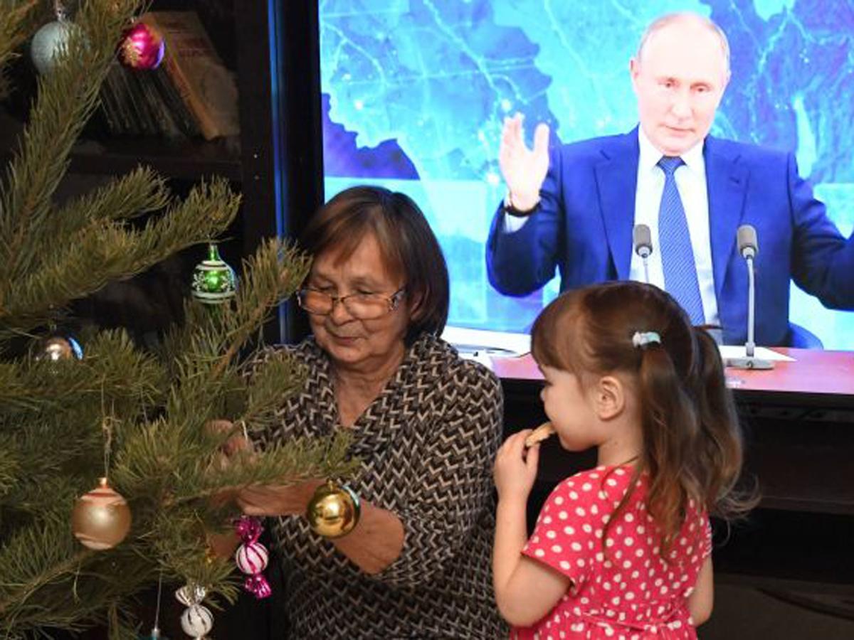 выплаты семьям с детьми до 7 лет на Новый год