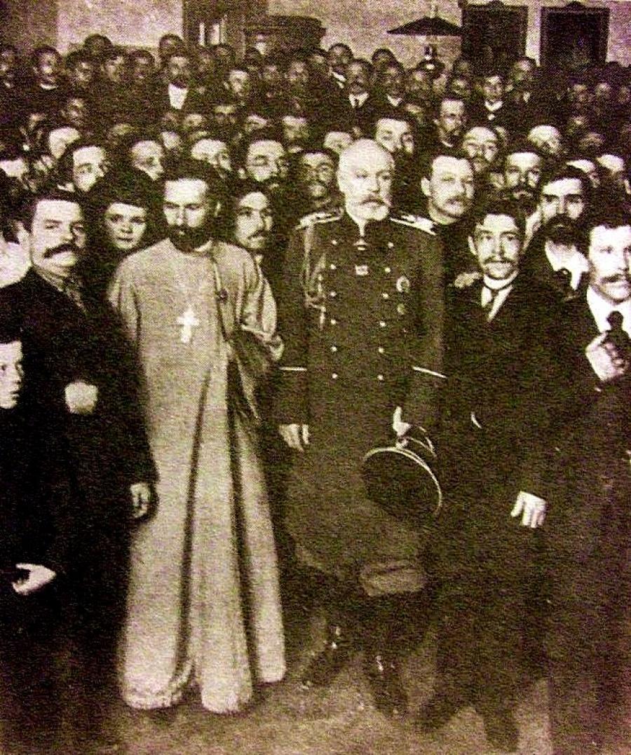 Кровавое воскресенье: архивные фото расстрела мирной демонстрации по-царски