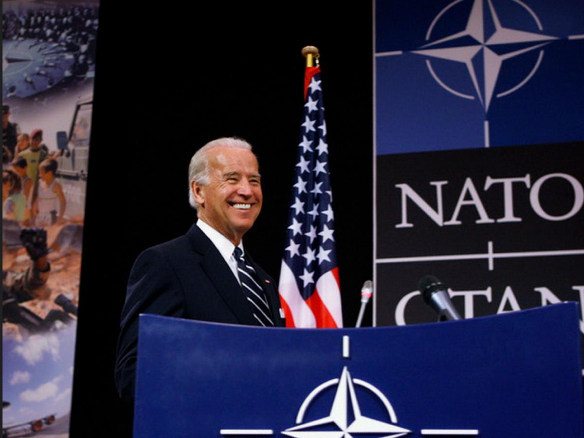 Байден и НАТО дали совет, как сдержать Россию