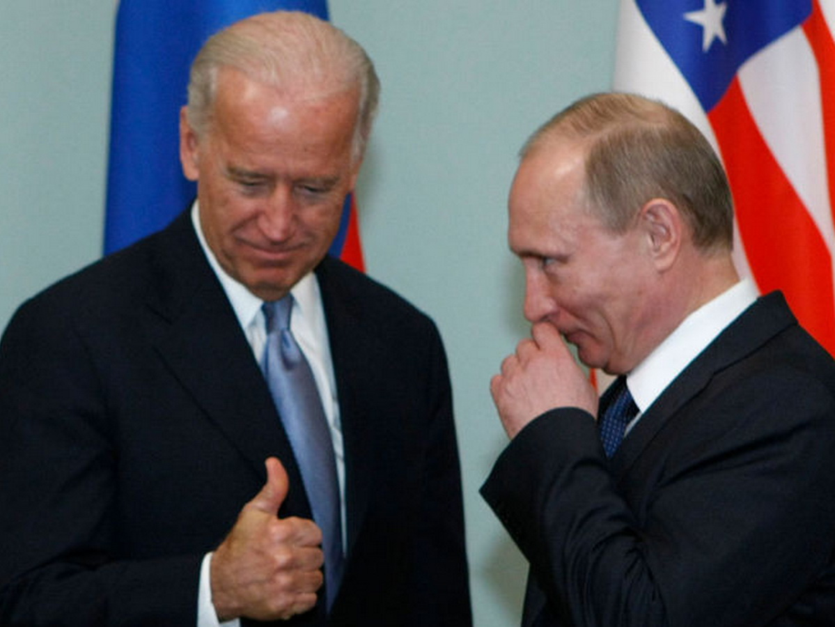 Байден с Путиным поговорили по телефону