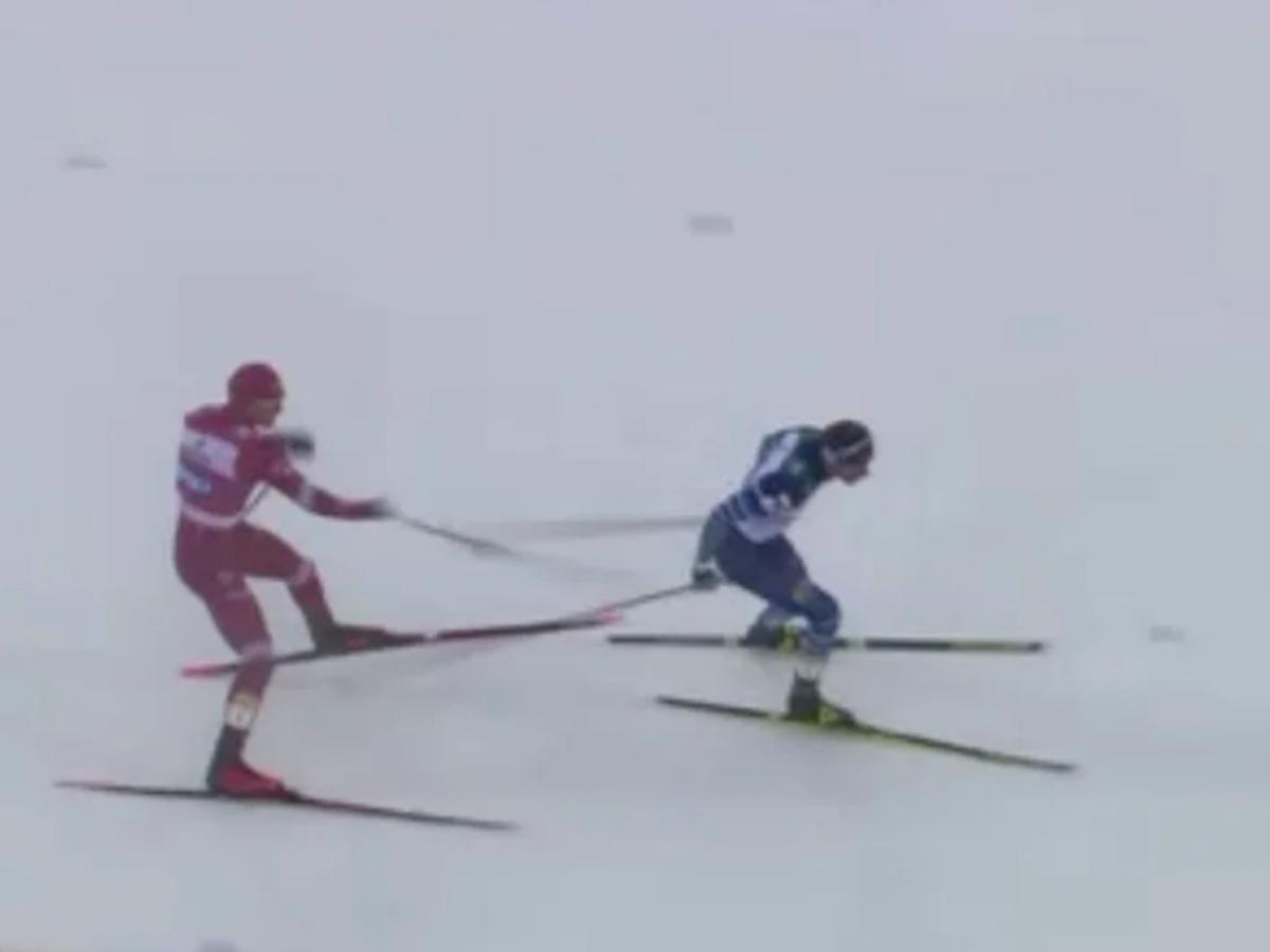 Большунов ударил палкой лыжника