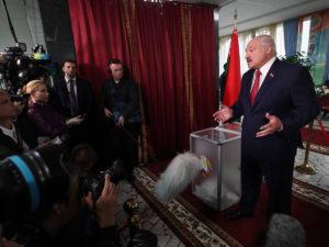 Эксперт рассказал, кто победит в конфликте Лукашенко и оппозиции