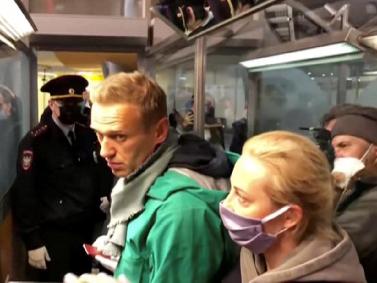ИноСМИ оценили задержание Навального в аэропорту