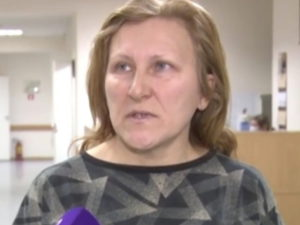 Пострадавшую от удара омоновца петербурженку снова госпитализировали
