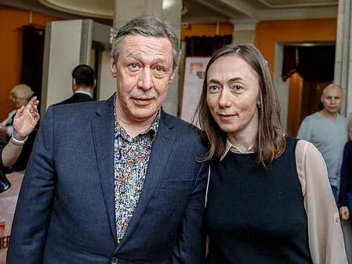 Жена Ефремова поставила актеру ультиматум из-за денег, спрятанных в банковскую ячейку