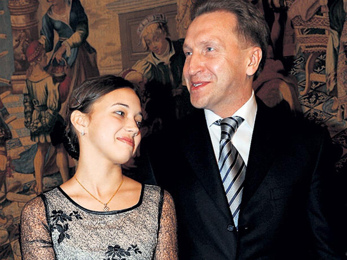 СМИ нашли у 20-летней дочери Игоря Шувалова заработок в 2 млрд рублей