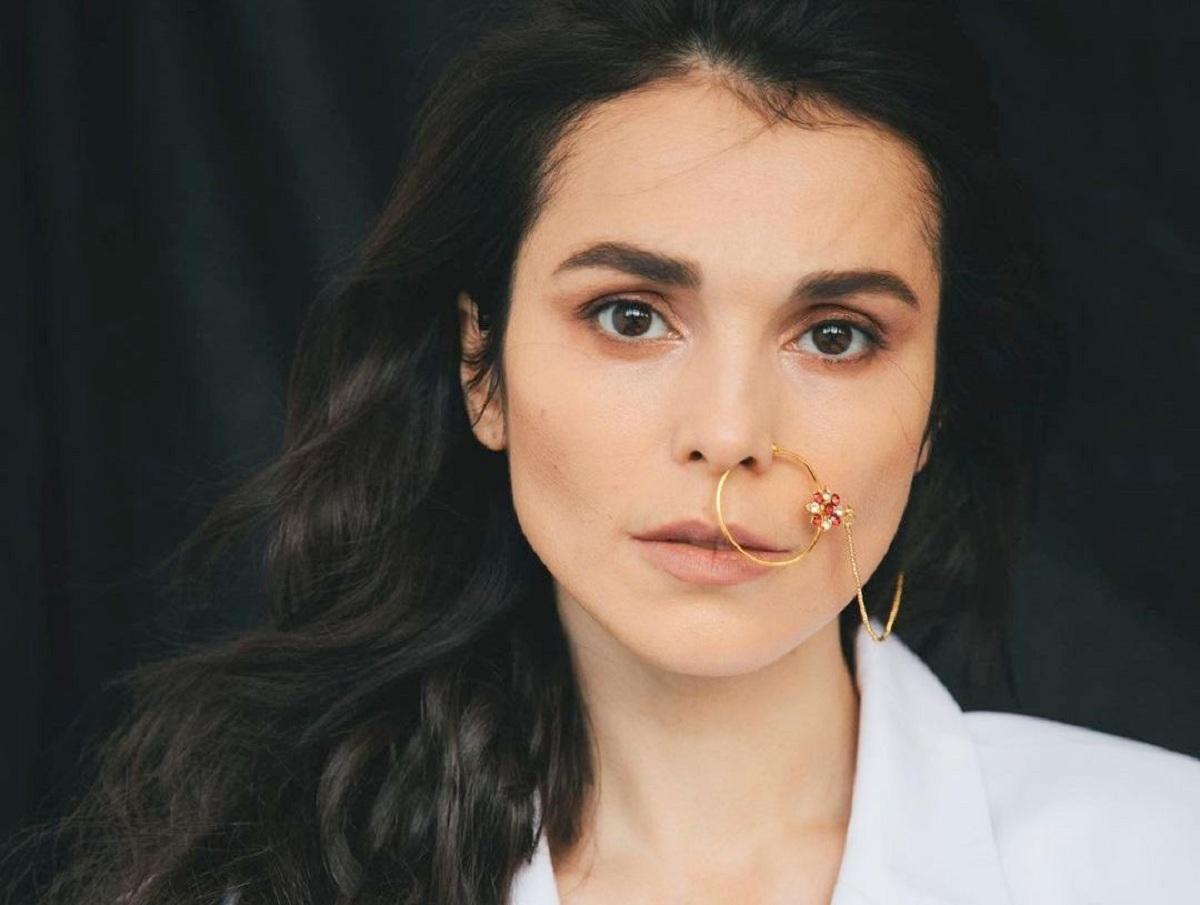 «Мама плакала, папа не спал»: Сати Казанова рассказала, как бедствовала в 90-е