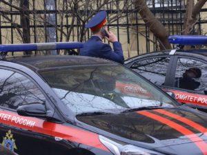 Москвичка, жившая со скелетом сына, выбросила на улицу тело супруга
