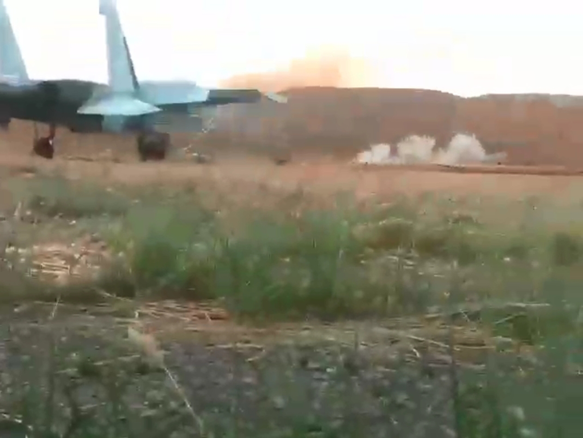 Стрельба российского истребителя с земли