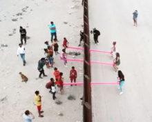 Качели на границе США и Мексики