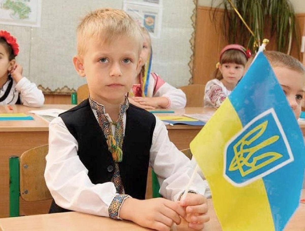 «Иначе мы – враги»: на Украине школьников учат «ненавидеть» русский язык