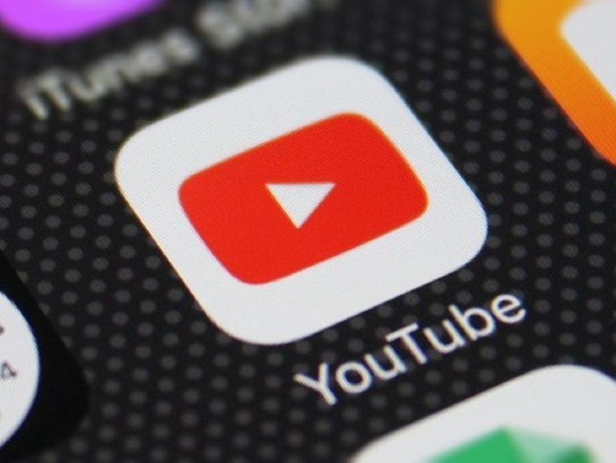 YouTube обязали снять ограничения по публикации гимна России