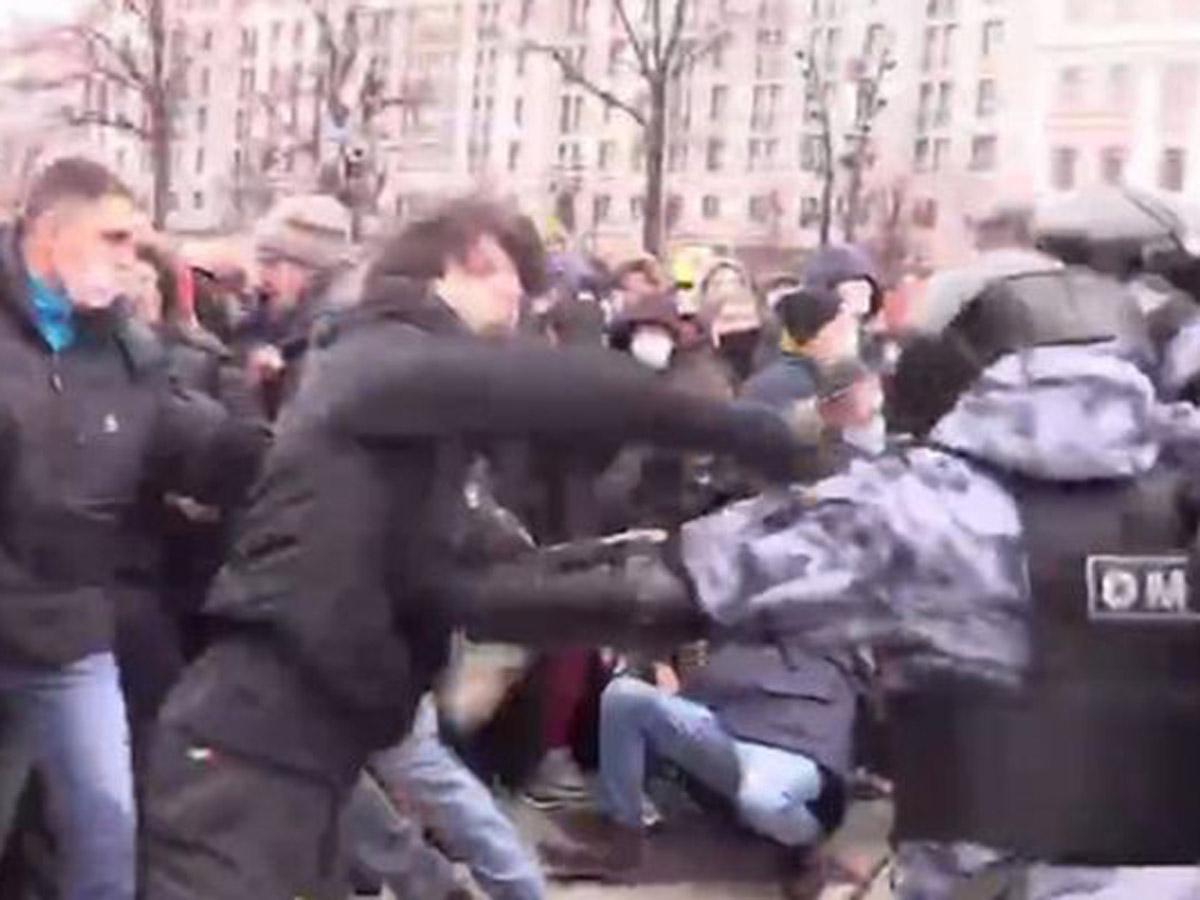 Задержан чеченец, устроивший драку с росгвардейцами на митинге в Москве