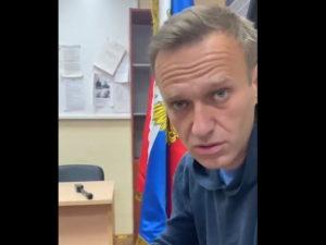 Навального судят в отделе полиции